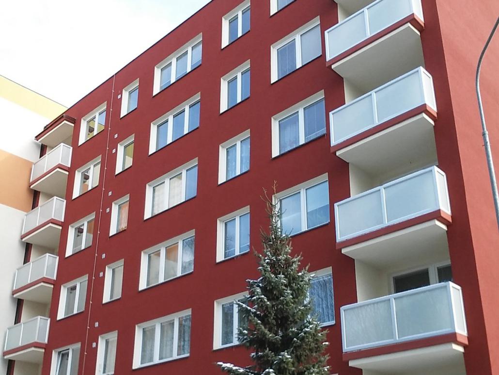 Rekonstrukce balkónů, lodžií, výměny oken a dveří - oprava, čištění a nátěr fasády