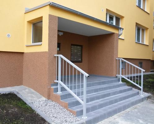 Rekonstrukce schody, schodiště, vchodové dveře, zábradlí, zvonky, vchodový trakt