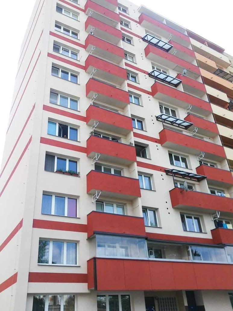 Obnova fasády, balkonů, oken a dveří v panelovém domě